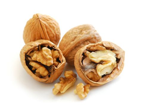 चार walnuts in shells on white background