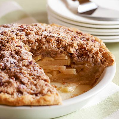 Pomme pie with salted pecan crumble