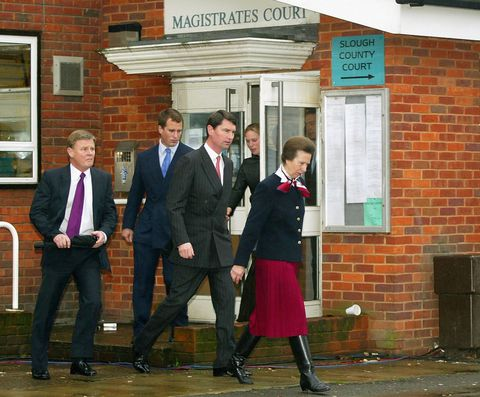 Prinsesse Anne leaves magistrates court in 2002 over dangerous dog charge