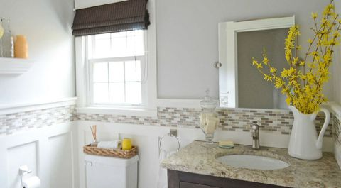 Malovat With Light Colors - 8 Budget-Friendly Ways To Make Your Bathroom Look Expensive