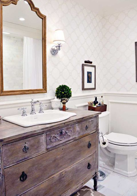 Použití Vintage Furniture - 8 Budget-Friendly Ways To Make Your Bathroom Look Expensive
