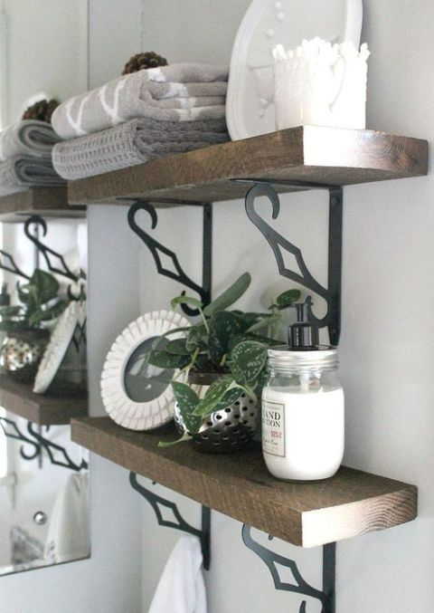 Přidat Open Shelving - 8 Budget-Friendly Ways To Make Your Bathroom Look Expensive