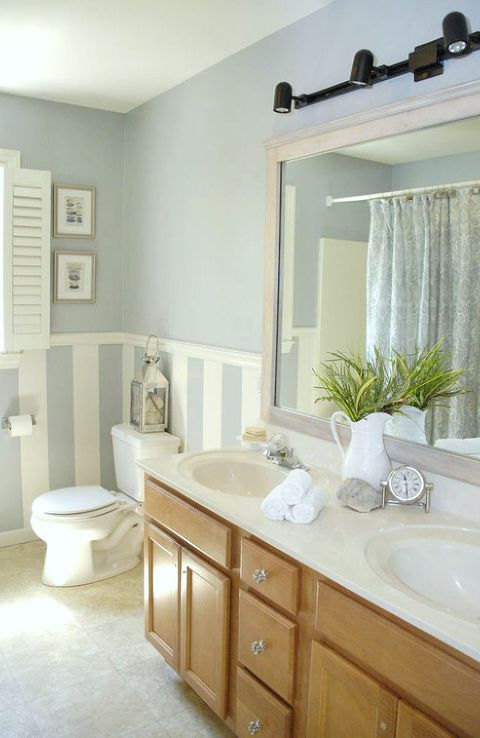 Rám Your Builder Grade Mirror - 8 Budget-Friendly Ways To Make Your Bathroom Look Expensive