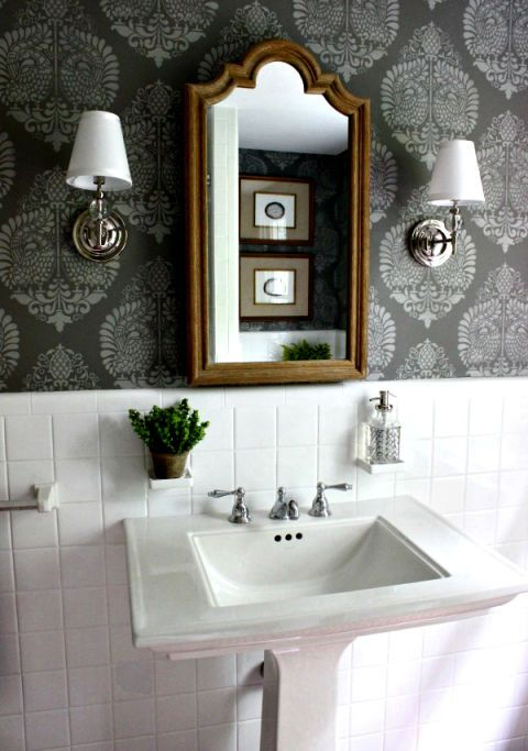 Vybrat Sophisticated-Looking Wallpaper - 8 Budget-Friendly Ways To Make Your Bathroom Look Expensive